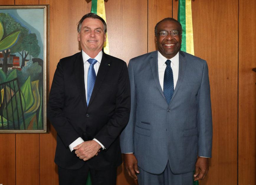 Carlos Alberto Decotelli posa para foto com o presidente Jair Bolsonaro