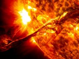erupcao-solar-labareda-sol