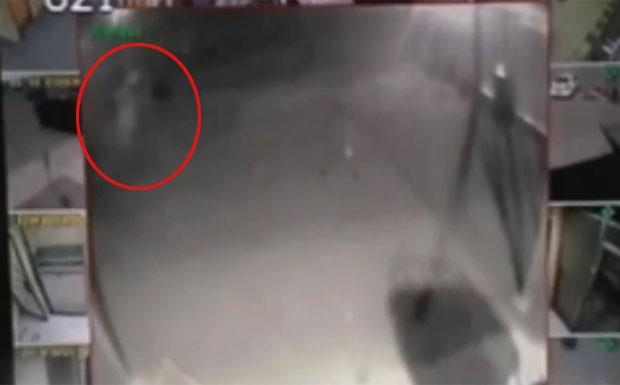 """Imagem de """"fantasma"""" em câmera de segurança vira destaque nas redes sociais"""