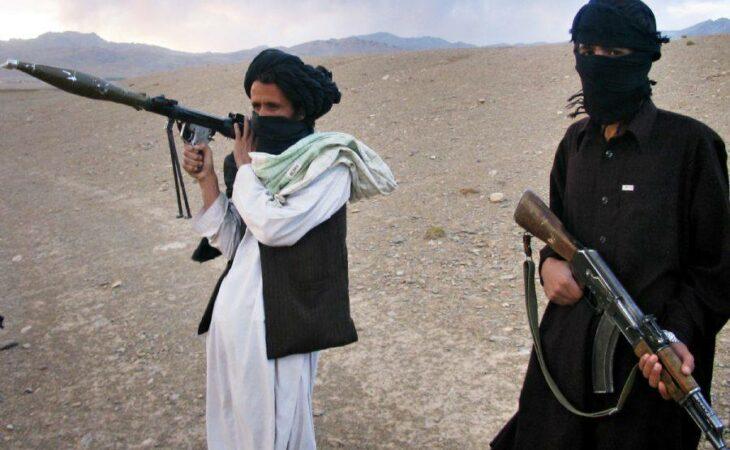 Afeganistão: Talibãs decapitam 12 civis