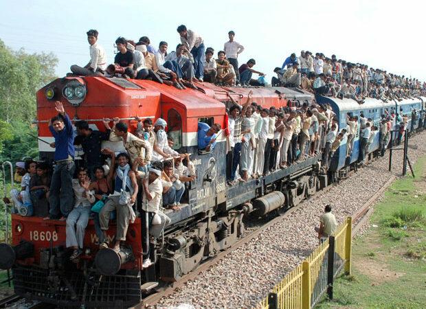 Colisão entre dois trens de passageiros resultou em três mortes e 30 feridos no norte da Índia