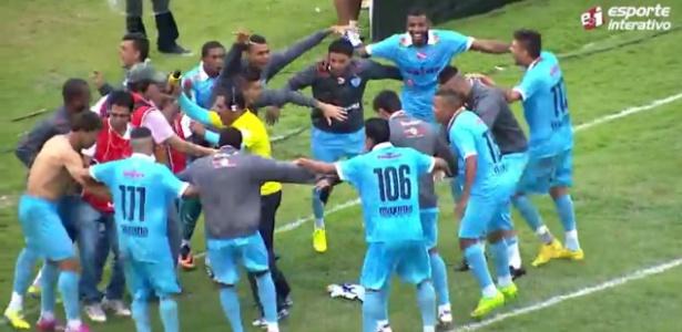 Repórter se empolga em comemoração do gol na série C do brasileirão