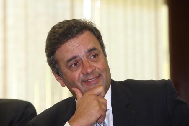 Aécio Neves propõe mandato de cinco anos, fim da reeleição e parlamentarismo