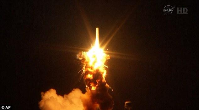 Foguete da NASA explode após 6 segundos de decolagem