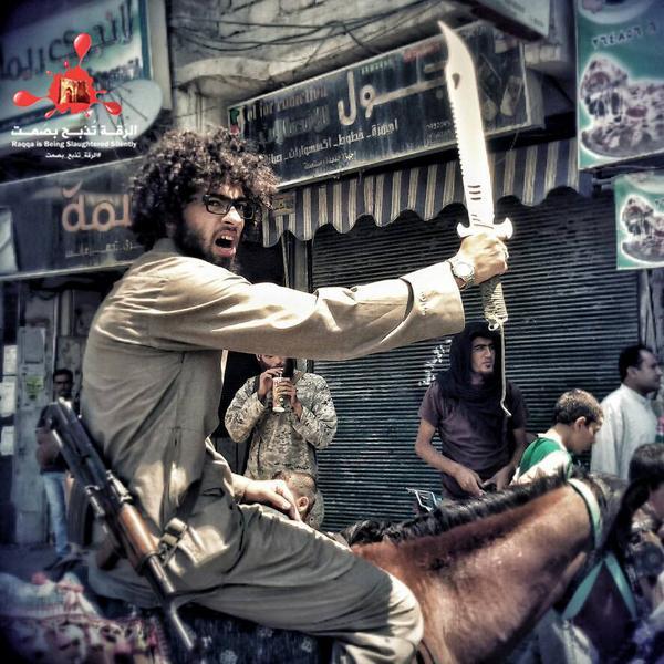 Estado Islâmico decapita pessoas em praça pública por 'blasfêmia'