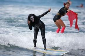 Competição inusitada de surfe é destaque nos EUA