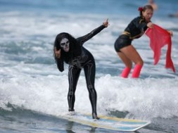 C__Data_Users_DefApps_AppData_INTERNETEXPLORER_Temp_Saved Images_2014-10-25t231057z_441762560_gm1eaaq0jvx01_rtrmadp_3_usa-halloween-surfing