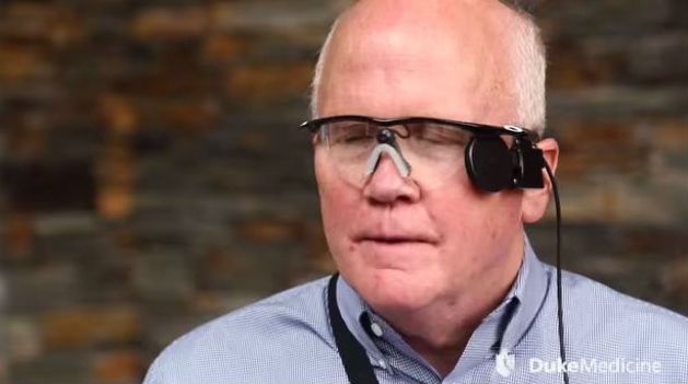 Após 33 anos, homem volta a enxergar com olho biônico