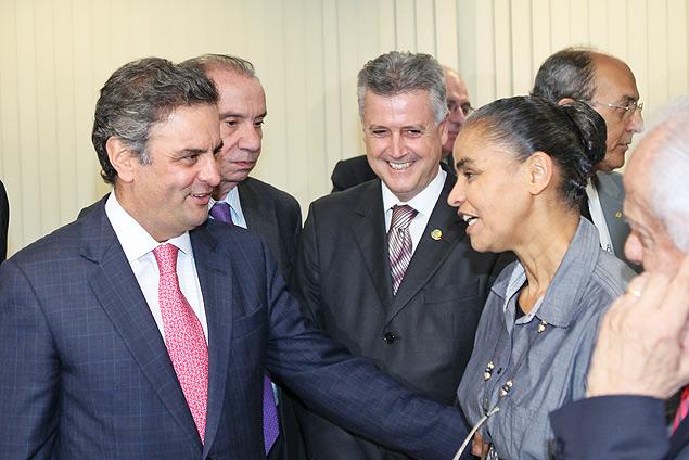 Marina Silva anuncia apoio a Aécio Neves no segundo turno