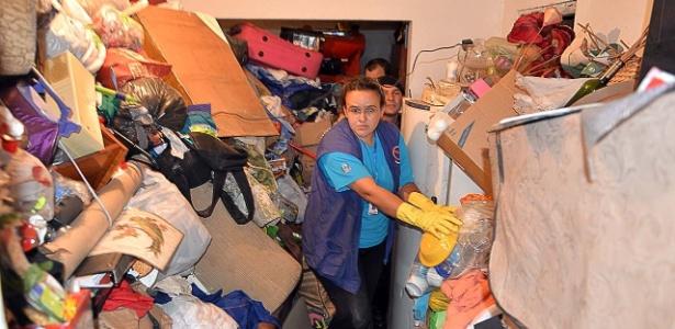 Mulher guardava toneladas de lixo em casa