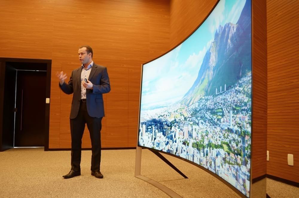 Samsung apresenta nova TV que tem o preço de uma casa
