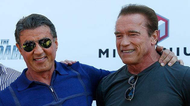 Schwarzenegger, Stallone e outras estrelas arrecadam milhões para apoiar o exército israelense