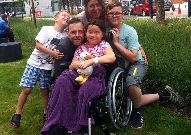 Casal tenta arrecadar dinheiro na internet para tratamento de câncer da filha