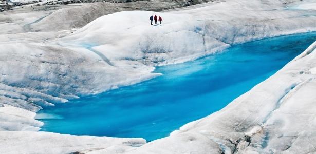 Caverna de gelo chama atenção por sua beleza no Alasca