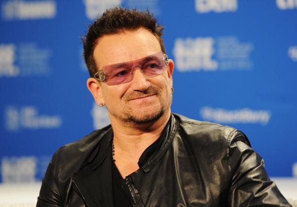 Porta do avião de Bono Vox se desprende durante voo