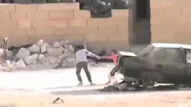 Menino sírio resgata uma criança de disparos de franco-atiradores