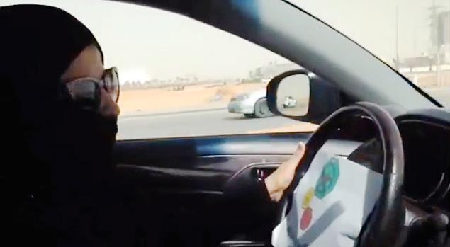 Conselho real saudita recomenda que mulheres com mais de 30 anos sejam autorizada a dirigir durante o dia e sem maquiagem no país