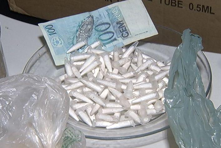 """Jovens são presos em posse de cocaína, mas não se importam porque """"Juiz libera depois"""""""