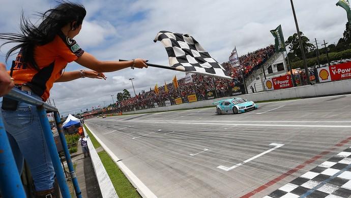 Depois de 23 anos, Rubens Barrichello volta a ser campeão