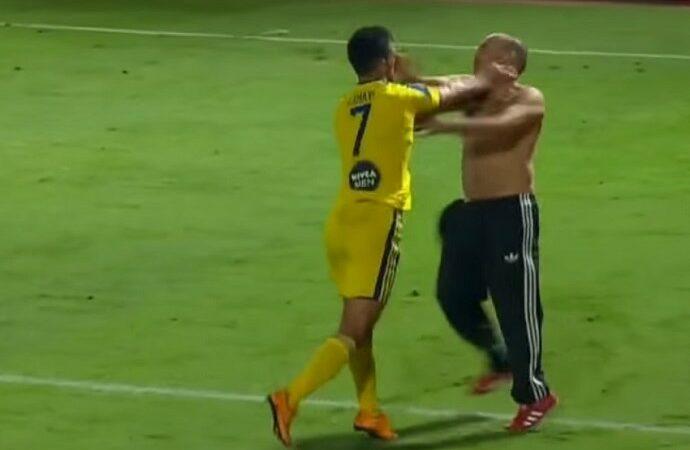 Confusão interrompe partida do Campeonato Israelense