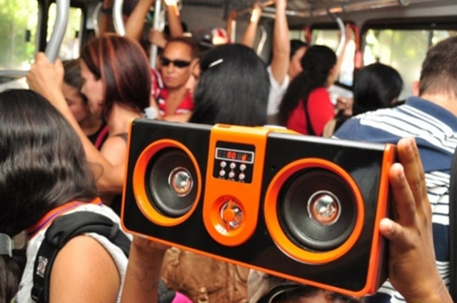 Em Natal foi sancionada lei que proíbe som sem fones de ouvido em ônibus