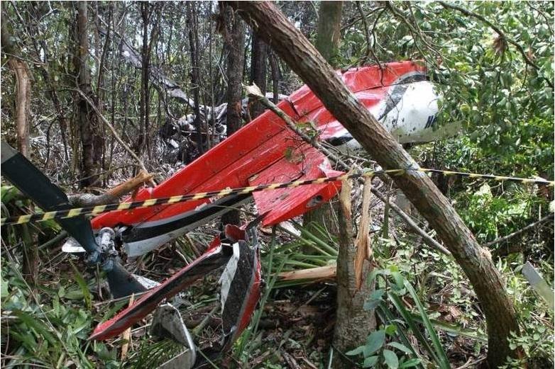 Helicóptero cai e deixa cinco mortos em Bertioga/SP