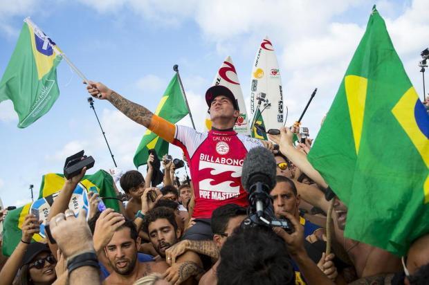Gabriel Medina conquista título inédito no surfe