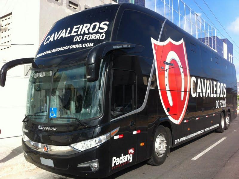 Ônibus da banda Cavaleiros do Forró fica crivado de bala após assalto