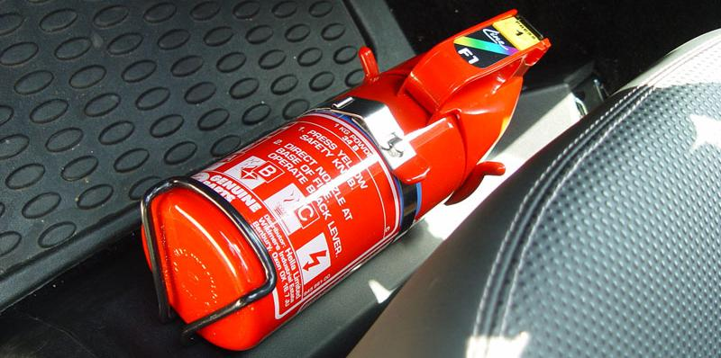 Norma válida para 2015 exige que novos extintores sejam colocados nos carros brasileiros