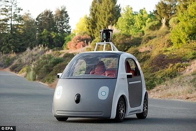 Empresa apresenta carro sem motorista e diz que sem o erro humano as estradas serão mais seguras