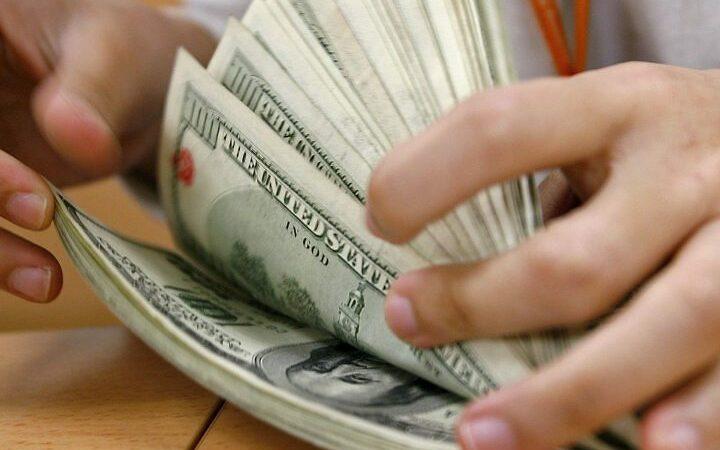 """""""O sistema do dólar vai explodir em breve"""", diz economista russo"""