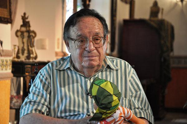 Vídeo que mostra suposto fantasma de Roberto Bolaños em seu funeral bomba na web