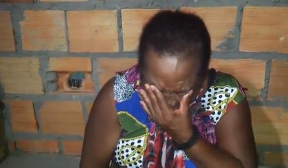 Por causa de vírus no pen drive, mulher se desespera e passa álcool na casa