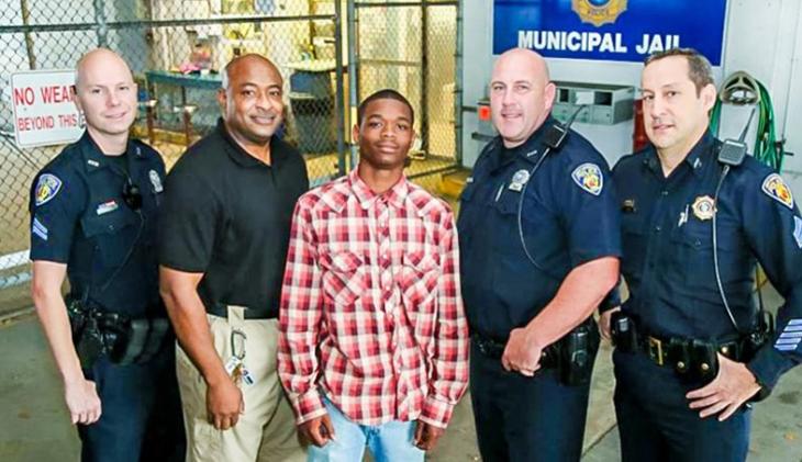 Adolescente norte-americano salva a vida do policial que o prendeu