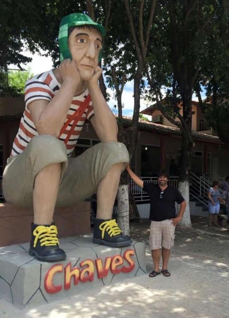 Fã de Chaves constrói estátua de 5 metros em homenagem a Bolaños