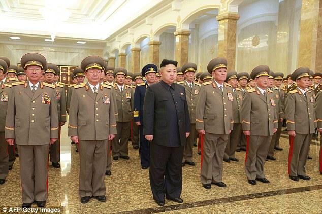 Kim Jong-Un tem um cyber-exército de 6.000 hackers e pode em breve atacar os EUA com ogivas nucleares miniaturizadas