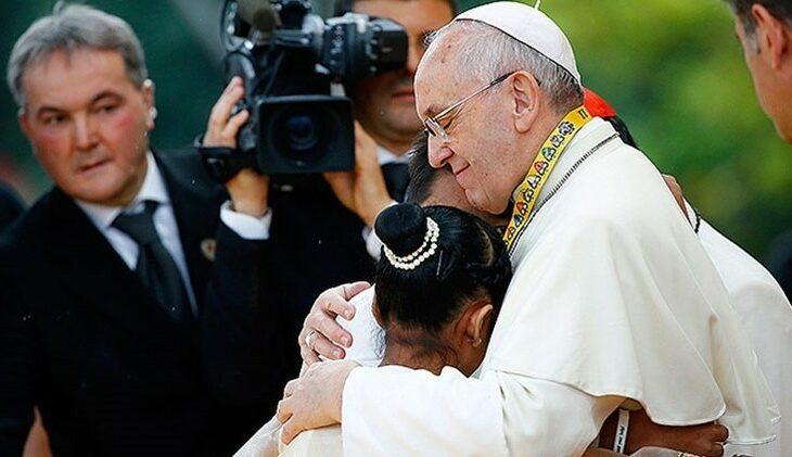 Papa Francisco diz que salários menores para mulheres é um 'escândalo'