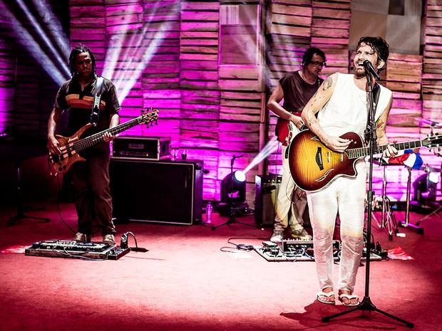Canto da Rua 2015: Saulo faz show gratuito em homenagem a Raul Seixas na orla de Salvador