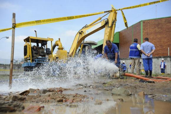 Brasil desperdiça 37% da água tratada