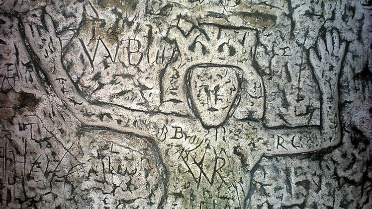 Caverna com raras esculturas medievais permanece um mistério durante 250 anos
