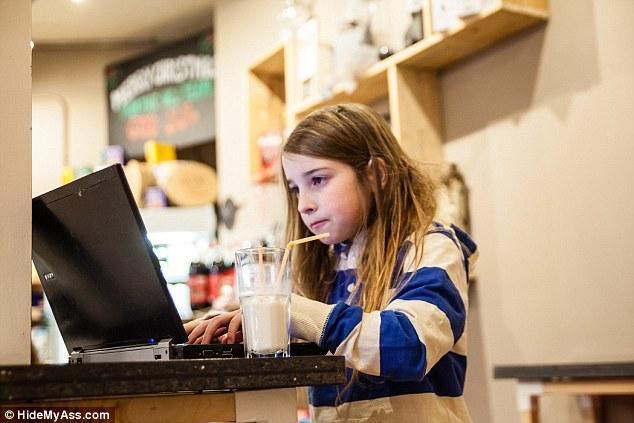 Criança de 7 anos mostra como é fácil invadir uma rede Wi-Fi em menos de 11 minutos