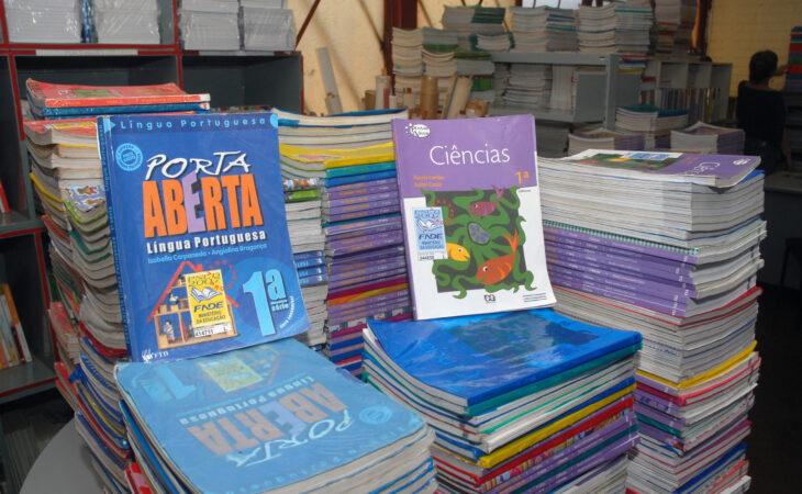 MEC distribuirá 150 milhões de livros didáticos para 147 mil escolas do país