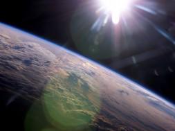 planeta_terra_com_o_sol