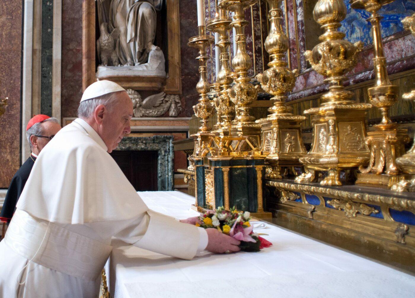 """Papa Francisco diz que atentado em Paris é ato de """"crueldade humana"""""""