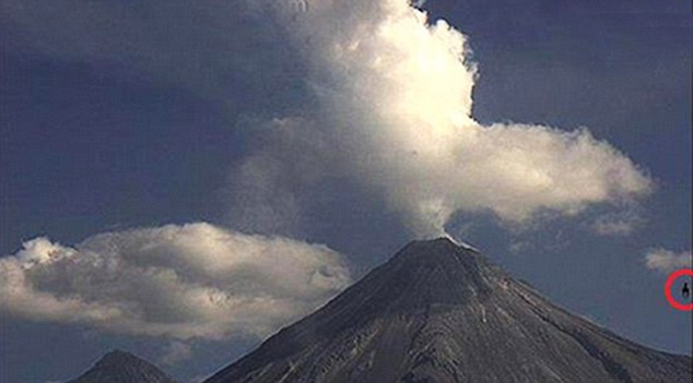 """Óvni semelhante a um """"cavalo voador"""" é visto durante erupção de um vulcão no México"""