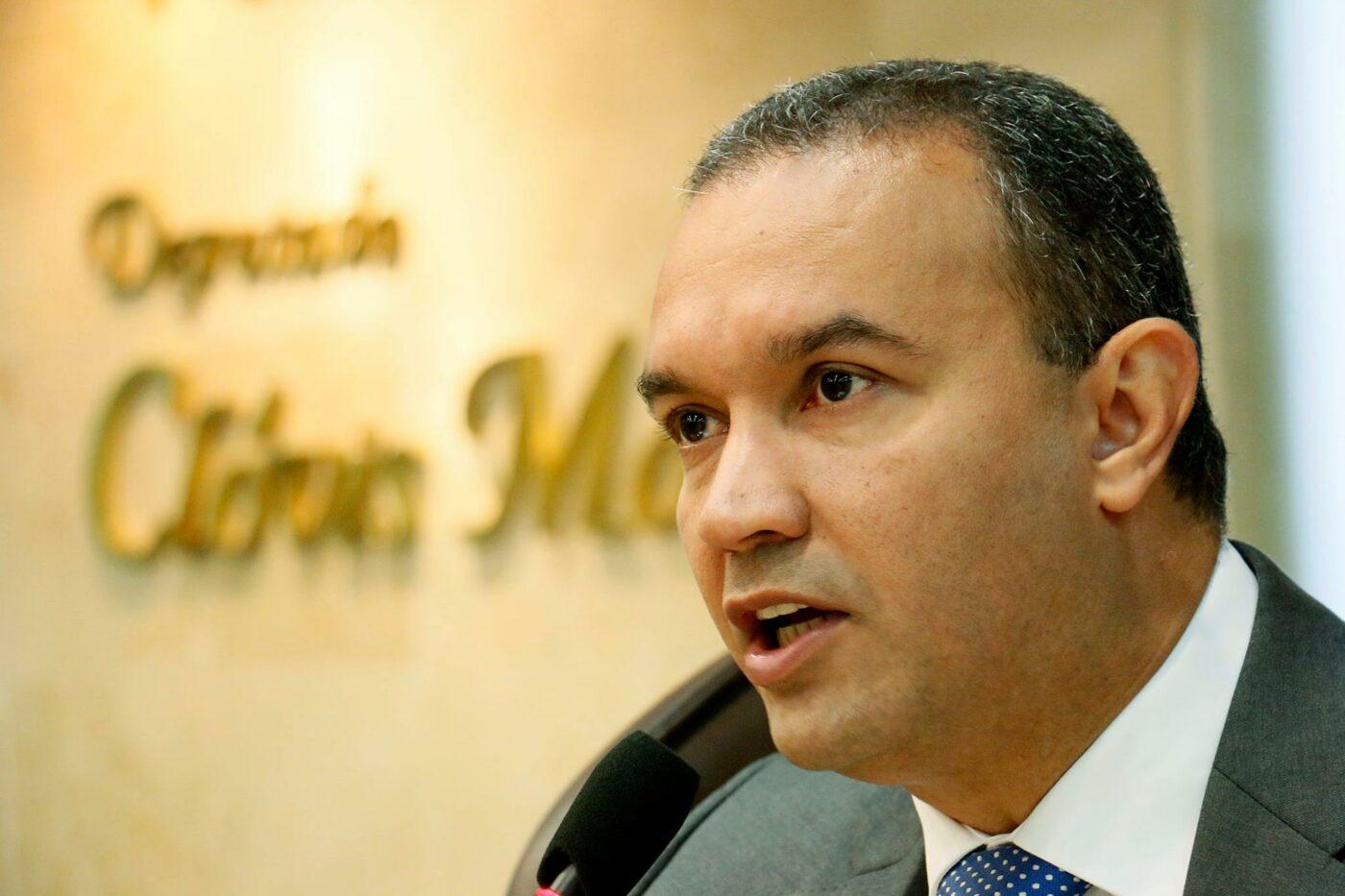Deputado Kelps Lima lança nota de esclarecimento aos professores do RN