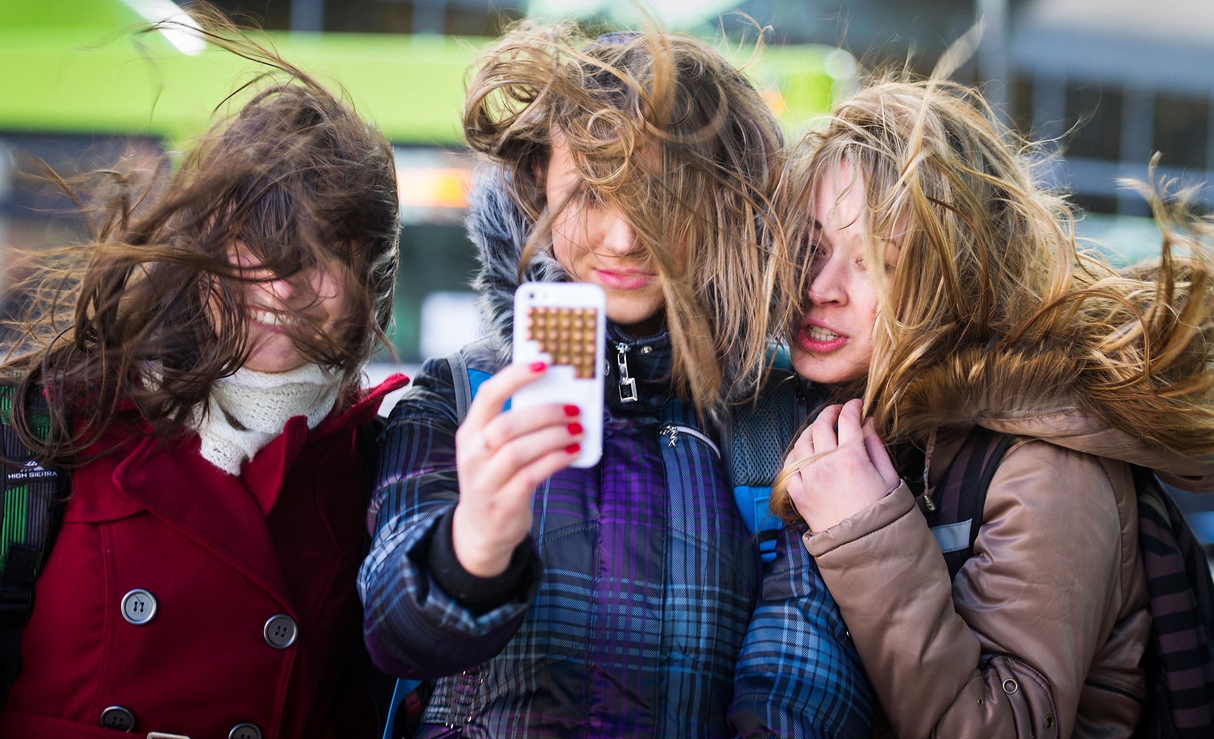 """Excesso de """"selfies"""" pode estar ligado à baixa autoestima, diz estudo"""