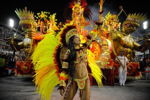 Escolas de samba do RJ iniciam desfiles na noite desta sexta-feira (13)