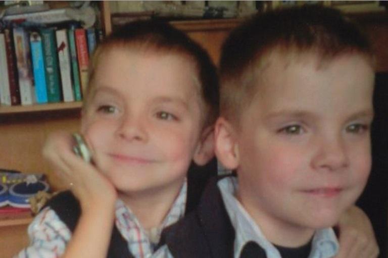 Menino sente que irmão gêmeo está em perigo pouco antes da polícia confirmar sua morte