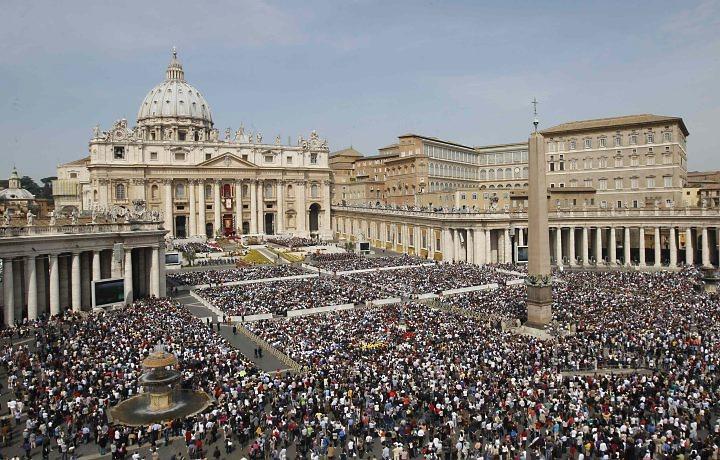 Vaticano disponibiliza casas de banho e cabeleireiro para moradores de rua